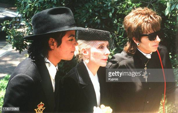 Singer Michael Jackson with actress and singer Liza Minnelli circa 1989
