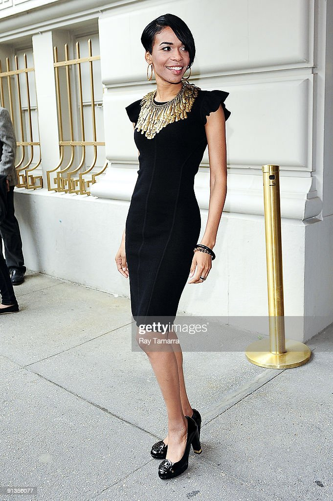 Singer Michelle Williams enters the Pierre Hotel on October 02, 2009 in New York City.