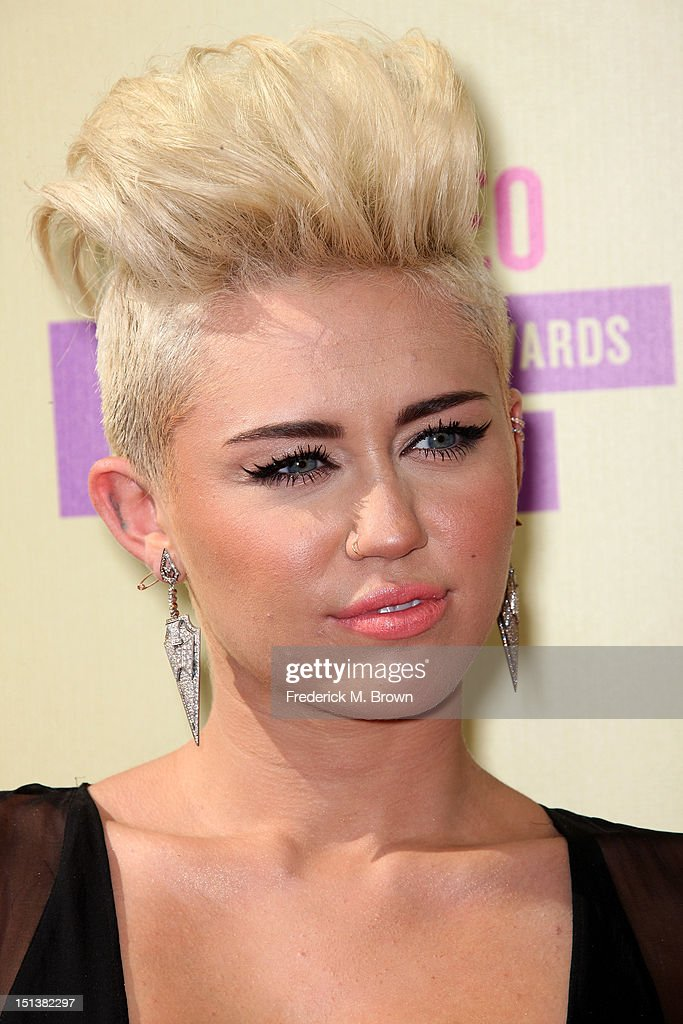 Singer Miley Cyrus arrives at the 2012 MTV Video Music Awards at Staples Center on September 6, 2012 in Los Angeles, California.