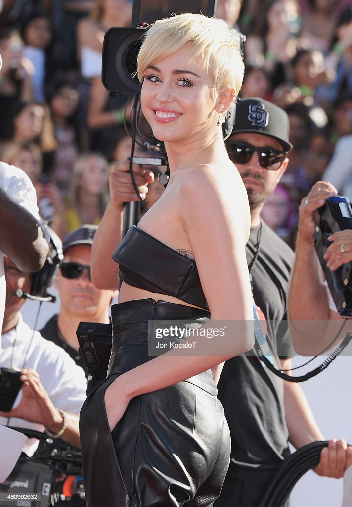 Singer <a gi-track='captionPersonalityLinkClicked' href=/galleries/search?phrase=Miley+Cyrus&family=editorial&specificpeople=3973523 ng-click='$event.stopPropagation()'>Miley Cyrus</a> arrives at the 2014 MTV Video Music Awards at The Forum on August 24, 2014 in Inglewood, California.