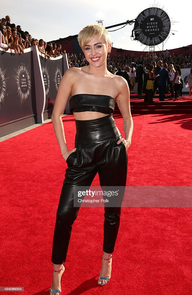Singer <a gi-track='captionPersonalityLinkClicked' href=/galleries/search?phrase=Miley+Cyrus&family=editorial&specificpeople=3973523 ng-click='$event.stopPropagation()'>Miley Cyrus</a> attends the 2014 MTV Video Music Awards at The Forum on August 24, 2014 in Inglewood, California.
