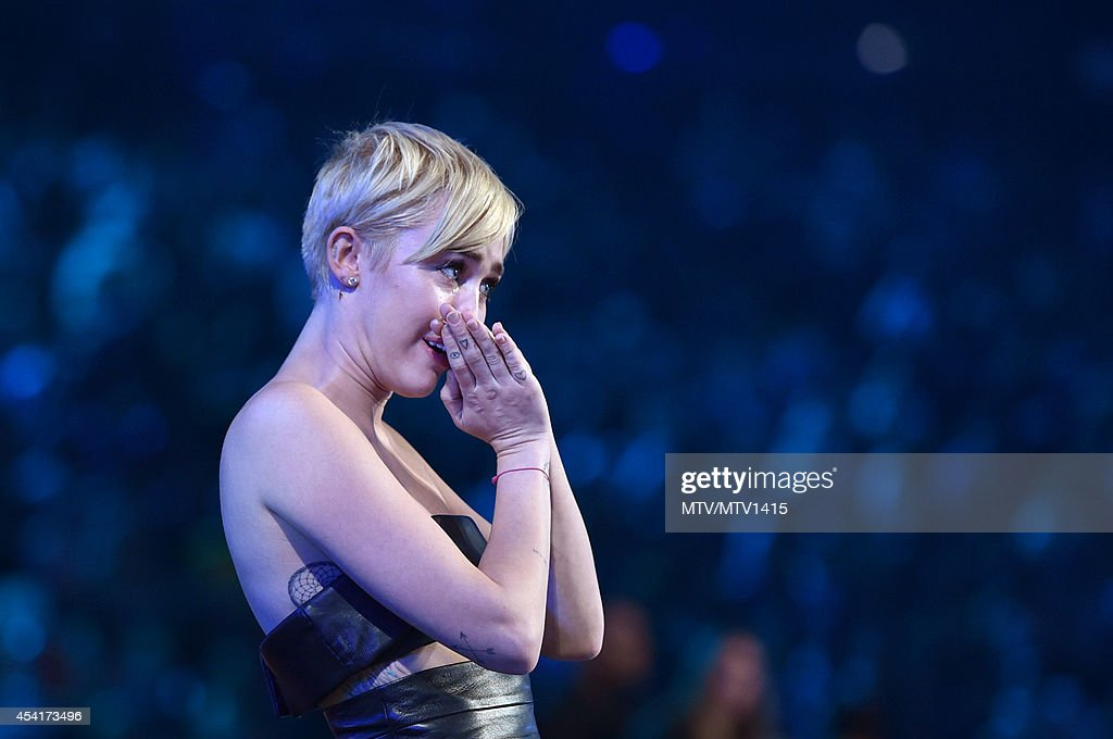 Singer <a gi-track='captionPersonalityLinkClicked' href=/galleries/search?phrase=Miley+Cyrus&family=editorial&specificpeople=3973523 ng-click='$event.stopPropagation()'>Miley Cyrus</a> performs onstage during the 2014 MTV Video Music Awards at The Forum on August 24, 2014 in Inglewood, California.