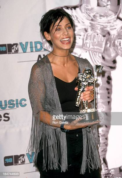 Singer Natalie Imbruglia attends the MTV's 15th Annual Video Music Awards on September 10 1998 at the Universal Amphitheater in Universal City...
