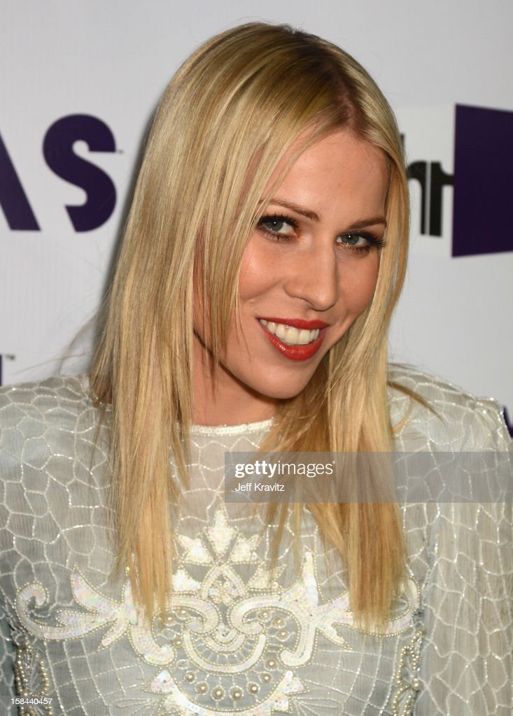 Singer <a gi-track='captionPersonalityLinkClicked' href=/galleries/search?phrase=Natasha+Bedingfield&family=editorial&specificpeople=171728 ng-click='$event.stopPropagation()'>Natasha Bedingfield</a> arrives at 'VH1 Divas' 2012 at The Shrine Auditorium on December 16, 2012 in Los Angeles, California.