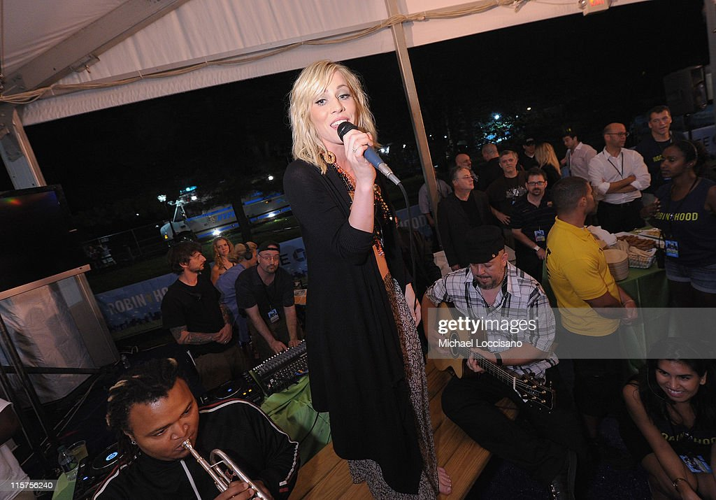 Singer <a gi-track='captionPersonalityLinkClicked' href=/galleries/search?phrase=Natasha+Bedingfield&family=editorial&specificpeople=171728 ng-click='$event.stopPropagation()'>Natasha Bedingfield</a> performs during the Black Eyed Peas and Friends Concert for NYC to Benefit the Robin Hood Foundation at Central Park, Great Lawn on June 9, 2011 in New York City.