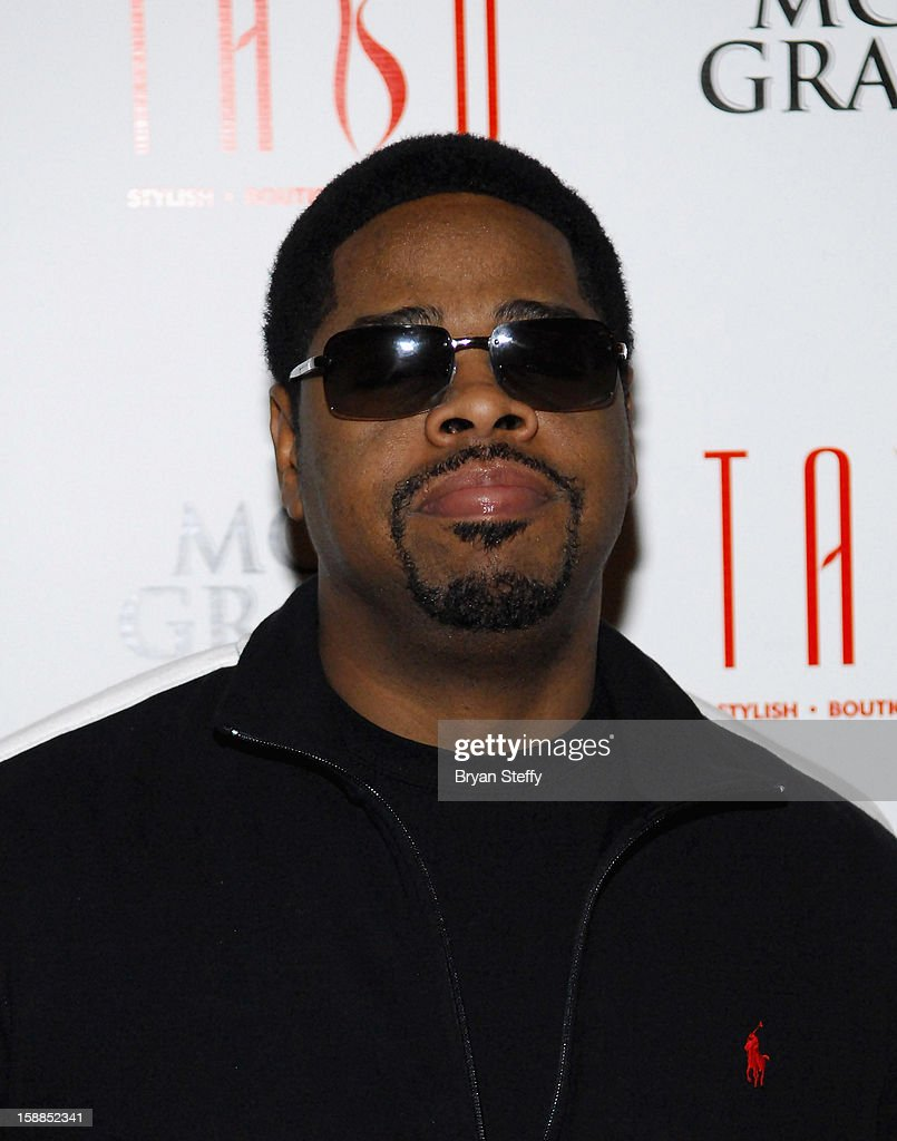 Singer <a gi-track='captionPersonalityLinkClicked' href=/galleries/search?phrase=Nathan+Morris&family=editorial&specificpeople=206731 ng-click='$event.stopPropagation()'>Nathan Morris</a> of Boyz II Men arrives at Tabu at the MGM Grand Hotel/Casino for a New Year's Eve appearance on December 31, 2012 in Las Vegas, Nevada.