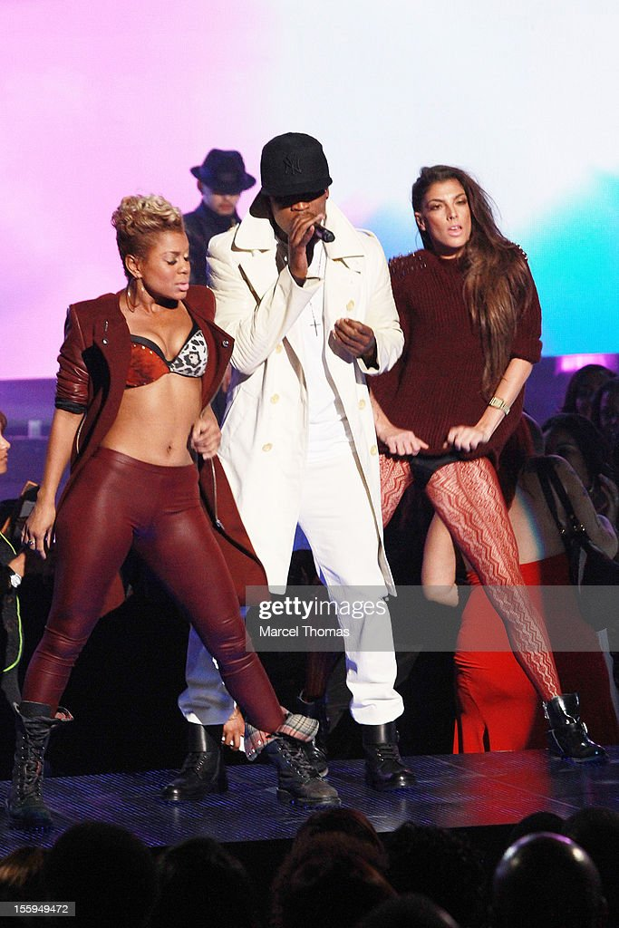 Singer <a gi-track='captionPersonalityLinkClicked' href=/galleries/search?phrase=Ne-Yo&family=editorial&specificpeople=451543 ng-click='$event.stopPropagation()'>Ne-Yo</a> performs at the Soul Train Awards 2012 at PH Live at Planet Hollywood Resort and Casino on November 8, 2012 in Las Vegas, Nevada.