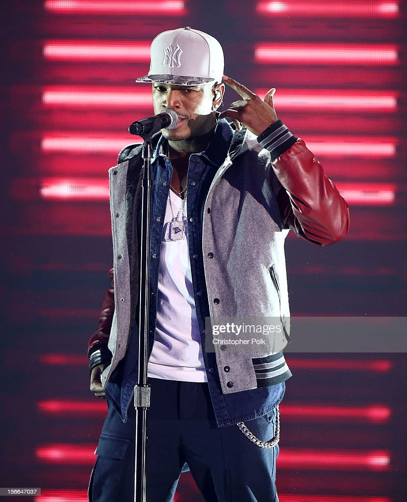 Singer Ne-Yo performs onstage at Nickelodeon's 2012 TeenNick HALO Awards at Hollywood Palladium on November 17, 2012 in Hollywood, California. The show premieres on Monday, November 19th, 8:00p.m. (ET) on Nick at Nite.
