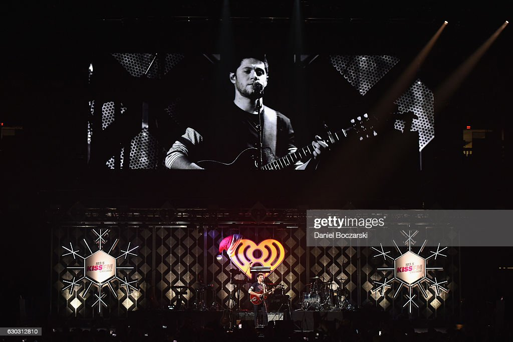 Singer Niall Horan performs onstage during 103.5 KISS FM's Jingle Ball 2016 at Allstate Arena on December 14, 2016 in Rosemont, Illinois.
