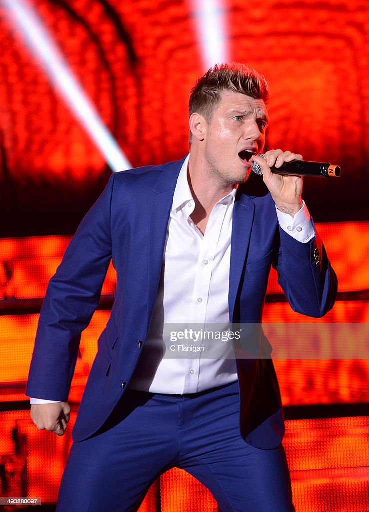 Singer <a gi-track='captionPersonalityLinkClicked' href=/galleries/search?phrase=Nick+Carter&family=editorial&specificpeople=201755 ng-click='$event.stopPropagation()'>Nick Carter</a> of the Backstreet Boys performs during the 'In a World Like This' summer tour at Shoreline Amphitheatre on May 25, 2014 in Mountain View, California.
