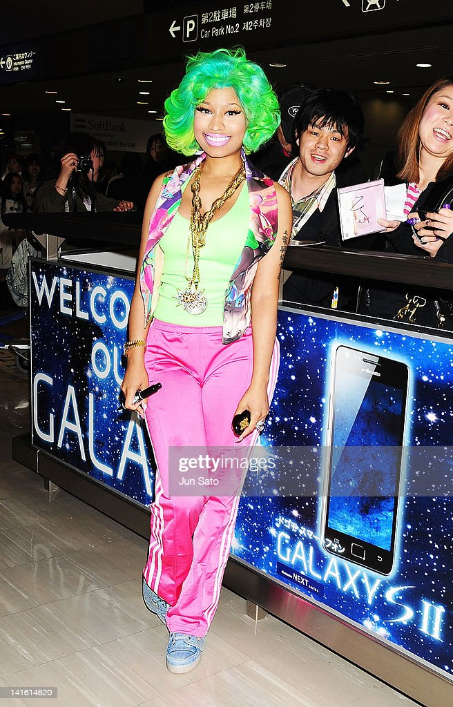 Singer <a gi-track='captionPersonalityLinkClicked' href=/galleries/search?phrase=Nicki+Minaj+-+Performer&family=editorial&specificpeople=6362705 ng-click='$event.stopPropagation()'>Nicki Minaj</a> arrives at Narita International Airport on March 20, 2012 in Narita, Japan.