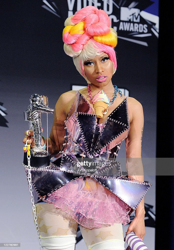 Singer <a gi-track='captionPersonalityLinkClicked' href=/galleries/search?phrase=Nicki+Minaj+-+Performer&family=editorial&specificpeople=6362705 ng-click='$event.stopPropagation()'>Nicki Minaj</a> poses at the 2011 MTV Video Music Awards Press Room at Nokia Theatre L.A. Live on August 28, 2011 in Los Angeles, California.