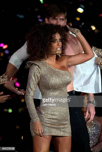 Singer Ninel Conde performs during the Teleton 2009 at Televisa on December 5 2009 in Mexico City Mexico