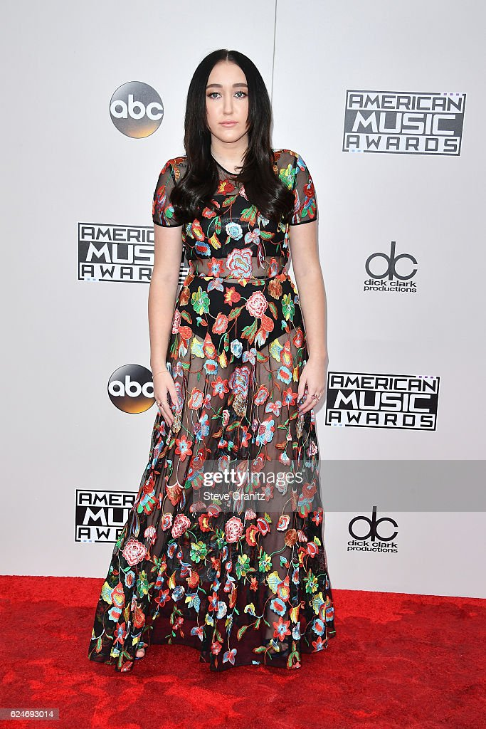 singer-noah-cyrus-attends-the-2016-american-music-awards-at-microsoft-picture-id624693014