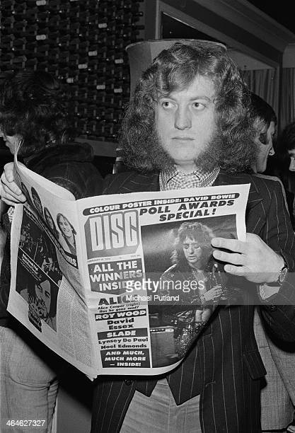 Singer Noddy Holder of British rock group Slade reading a copy of Disc at the magazine's readers' poll awards February 1974 Slade won awards for Best...