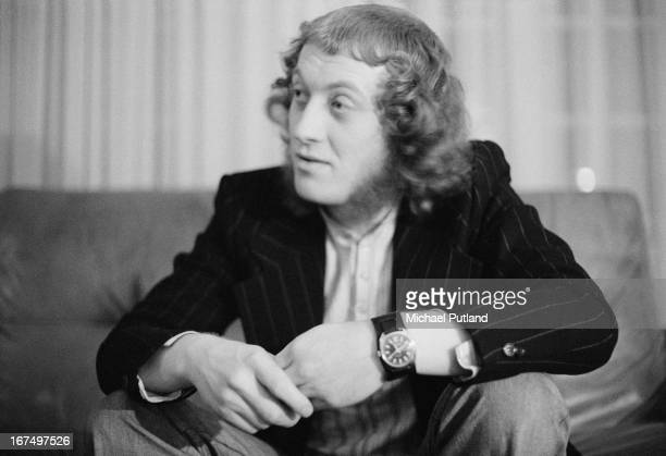 Singer Noddy Holder of English pop group Slade at the offices of manager Chas Chandler 16th December 1972