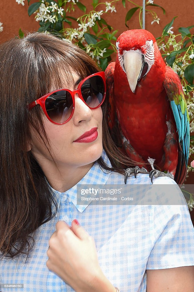 Singer <a gi-track='captionPersonalityLinkClicked' href=/galleries/search?phrase=Nolwenn+Leroy&family=editorial&specificpeople=4343653 ng-click='$event.stopPropagation()'>Nolwenn Leroy</a> and parrot Arthur attends day six of the 2016 French Open at Roland Garros on May 27, 2016 in Paris, France.