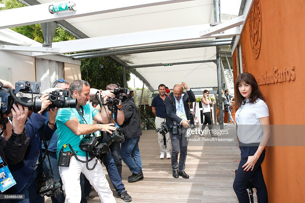 Singer Nolwenn Leroy attends the 2016 French Tennis Open - Day Six at Roland Garros on May 27, 2016 in Paris, France.