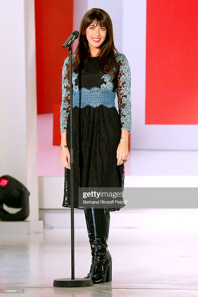 Singer <a gi-track='captionPersonalityLinkClicked' href=/galleries/search?phrase=Nolwenn+Leroy&family=editorial&specificpeople=4343653 ng-click='$event.stopPropagation()'>Nolwenn Leroy</a> performs during the 'Vivement Dimanche' French TV Show special Album 'La bande a Renaud, volume 2'. Held at Pavillon Gabriel on December 3, 2014 in Paris, France.