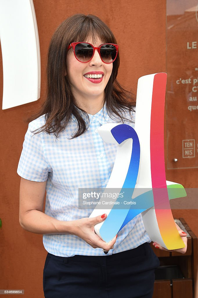 Singer <a gi-track='captionPersonalityLinkClicked' href=/galleries/search?phrase=Nolwenn+Leroy&family=editorial&specificpeople=4343653 ng-click='$event.stopPropagation()'>Nolwenn Leroy</a> poses with the Logo of the Paris 2024 Olympic Games Candidature during the day six of the 2016 French Open at Roland Garros on May 27, 2016 in Paris, France.