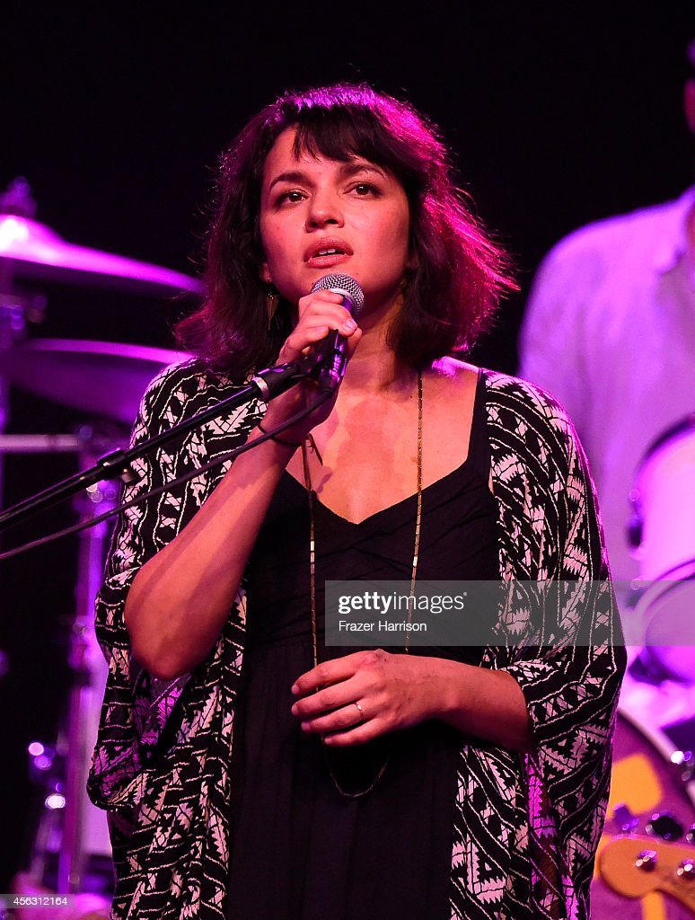 Singer <a gi-track='captionPersonalityLinkClicked' href=/galleries/search?phrase=Norah+Jones&family=editorial&specificpeople=203151 ng-click='$event.stopPropagation()'>Norah Jones</a> performs at theThe Best Fest Presents GEORGE FEST An Evening To Celebrate The Music Of George Harrison at The Fonda Theatre on September 28, 2014 in Los Angeles, California.
