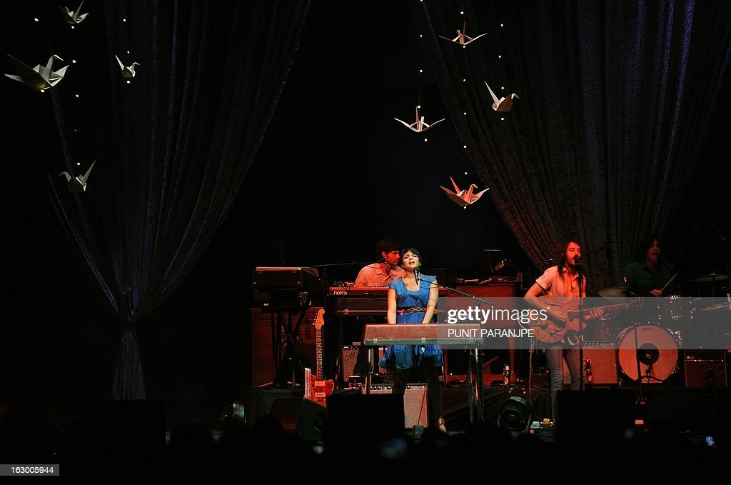 Singer Norah Jones (L) performs during her concert at A Summer's Day festival in Mumbai on March 3, 2013. Jones, who is the daughter of legendary Indian sitar player, the late Ravi Shankar, performed for the first time in the country. AFP PHOTO/PUNIT PARANJPE