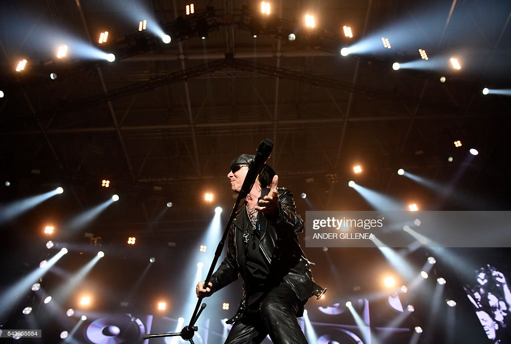 Singer of German band Scorpions Klaus Meine performs at the Miribilla arena in Bilbao on June 30, 2016. / AFP / ANDER