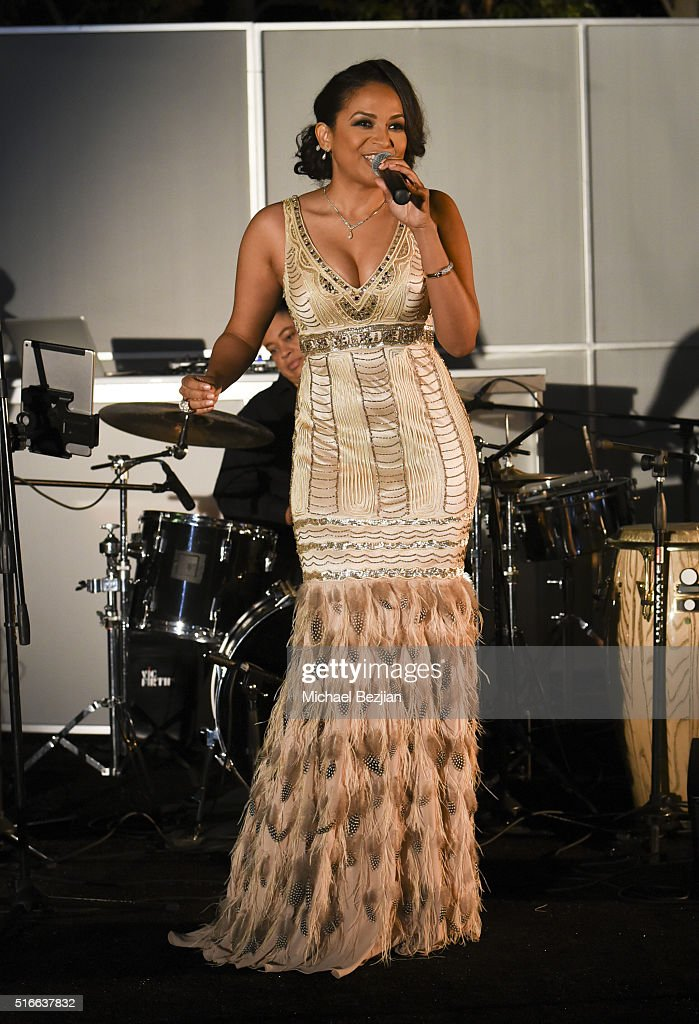 Singer Oya Thomas performs on stage at R.E.S.T.O.R.E: The Foundation For Reconstructive Surgery Charity Event on March 19, 2016 in Los Angeles, California.
