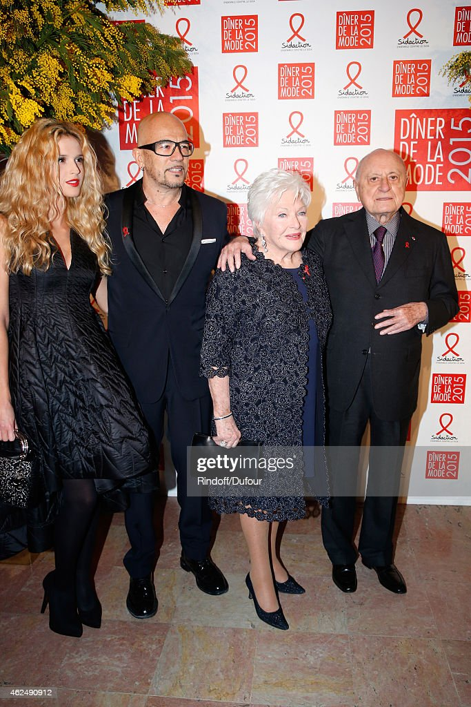 Singer <a gi-track='captionPersonalityLinkClicked' href=/galleries/search?phrase=Pascal+Obispo&family=editorial&specificpeople=549855 ng-click='$event.stopPropagation()'>Pascal Obispo</a> (2nd L) his companion Julie Hantson (L), <a gi-track='captionPersonalityLinkClicked' href=/galleries/search?phrase=Line+Renaud&family=editorial&specificpeople=220398 ng-click='$event.stopPropagation()'>Line Renaud</a> (2nd R) and Pierre Berge (R) attend the Sidaction Gala Dinner 2015 at Pavillon d'Armenonville on January 29, 2015 in Paris, France.