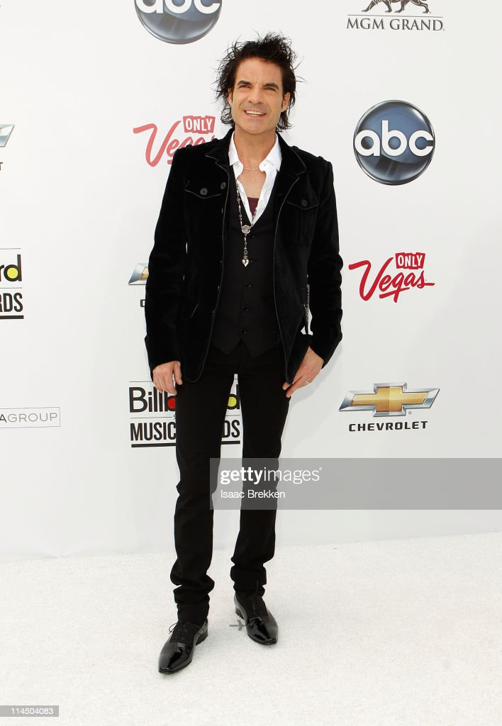 Singer <a gi-track='captionPersonalityLinkClicked' href=/galleries/search?phrase=Patrick+Monahan&family=editorial&specificpeople=234862 ng-click='$event.stopPropagation()'>Patrick Monahan</a> arrives at the 2011 Billboard Music Awards at the MGM Grand Garden Arena May 22, 2011 in Las Vegas, Nevada.