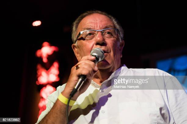 Singer Pete Williams the father of Robbie Williams performs at Ballhaus on July 24 2017 in Berlin Germany Ein Hit ist ein Hit or in short EHIEH is a...