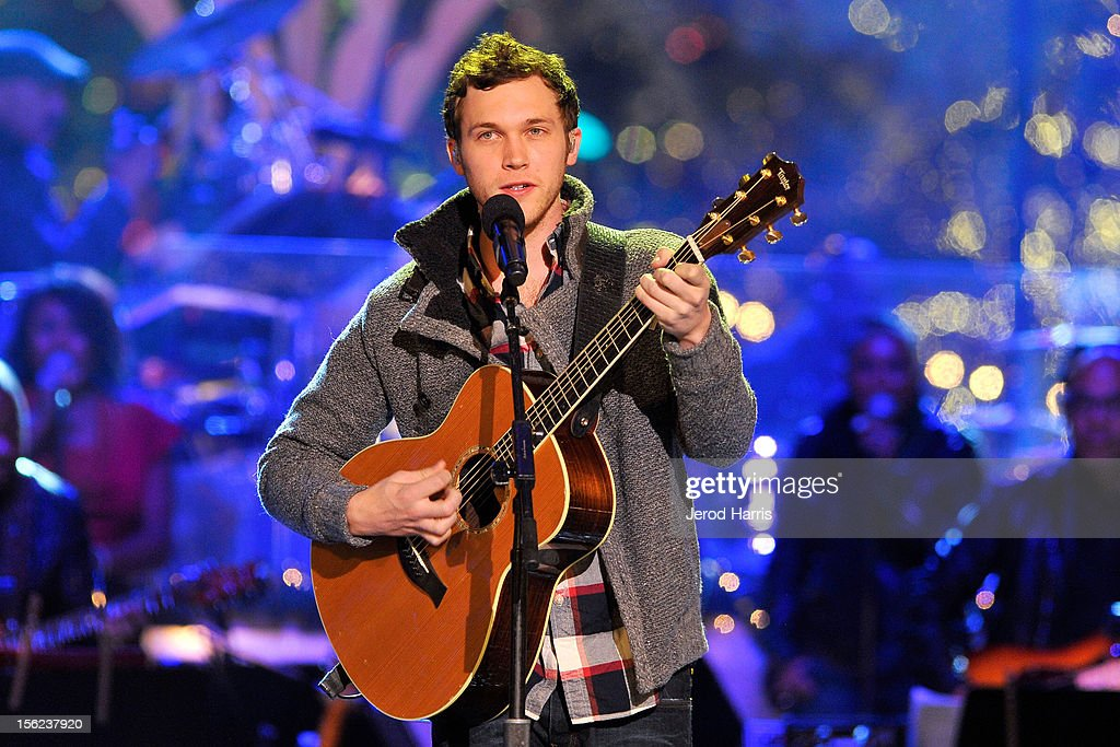 Singer <a gi-track='captionPersonalityLinkClicked' href=/galleries/search?phrase=Phillip+Phillips&family=editorial&specificpeople=1651494 ng-click='$event.stopPropagation()'>Phillip Phillips</a> performs at A Hollywood Christmas Celebration at The Grove on November 11, 2012 in Los Angeles, California.