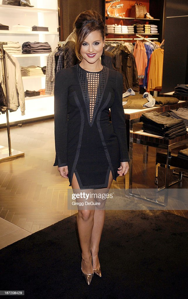 Singer <a gi-track='captionPersonalityLinkClicked' href=/galleries/search?phrase=Pia+Toscano&family=editorial&specificpeople=7520948 ng-click='$event.stopPropagation()'>Pia Toscano</a> arrives at the Bloomingdale's Glendale Opening Gala Celebration with VH1 Save The Music Foundation at Bloomingdale's Glendale on November 6, 2013 in Glendale, California.
