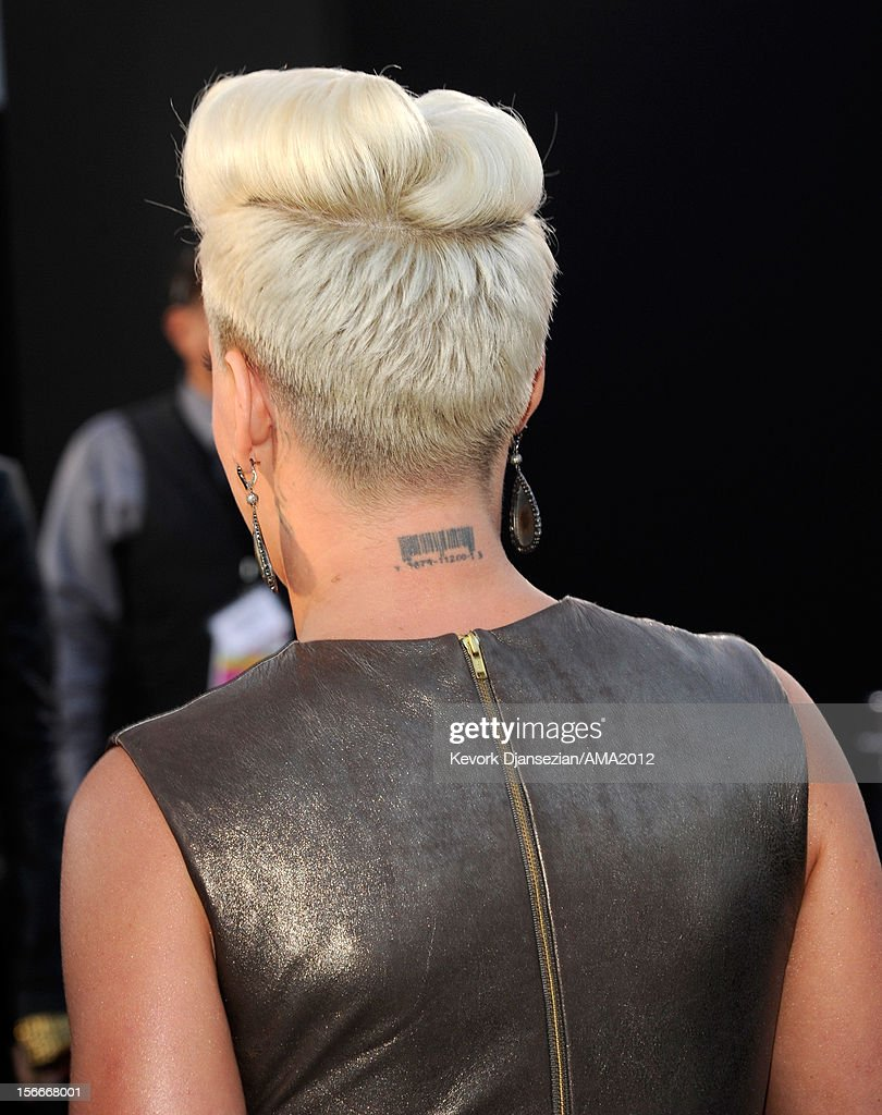 Singer Pink (hair detail) attends the 40th American Music Awards held at Nokia Theatre L.A. Live on November 18, 2012 in Los Angeles, California.