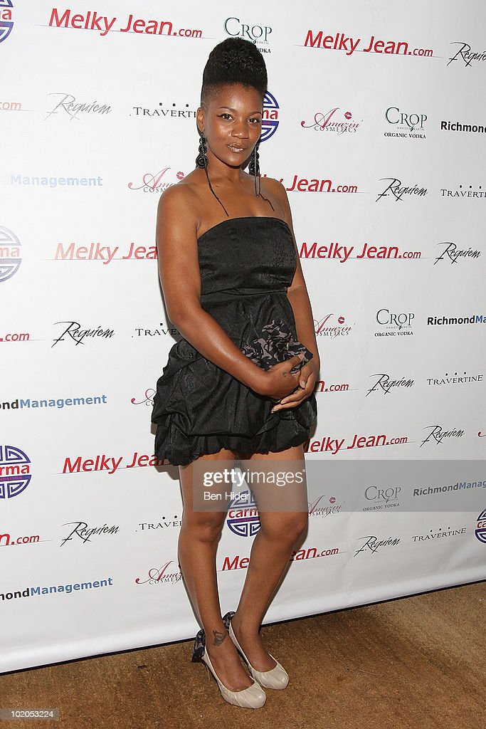 Singer Quiona McCollum attends the 3rd annual Geminis Give Back at 1OAK on June 13, 2010 in New York City.