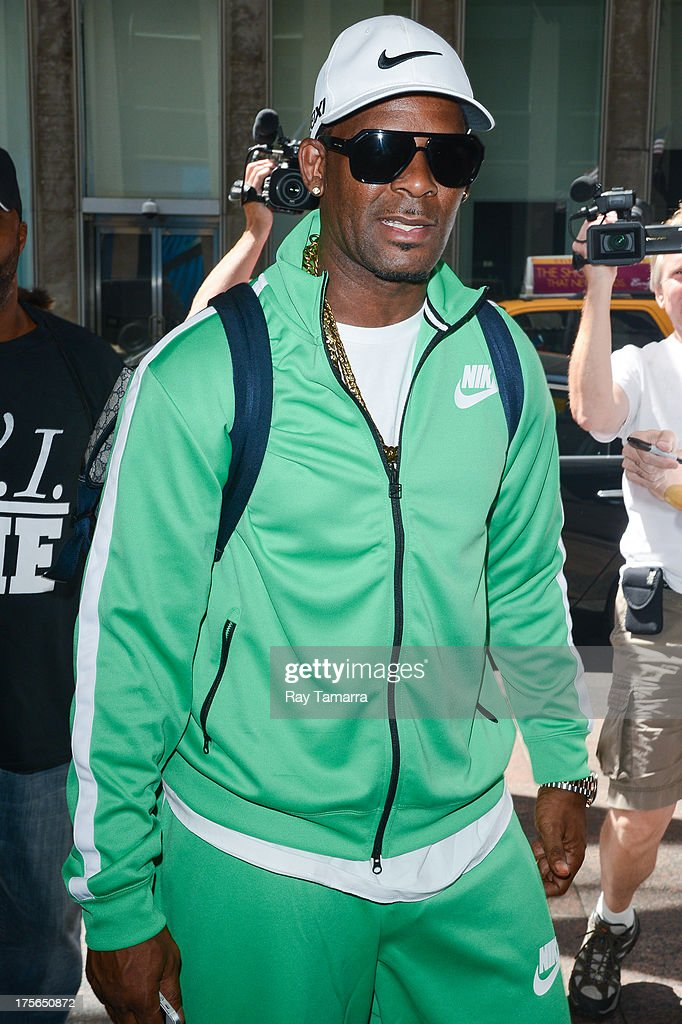 Singer <a gi-track='captionPersonalityLinkClicked' href=/galleries/search?phrase=R.+Kelly&family=editorial&specificpeople=204472 ng-click='$event.stopPropagation()'>R. Kelly</a> enters the Sirius XM studios on August 5, 2013 in New York City.