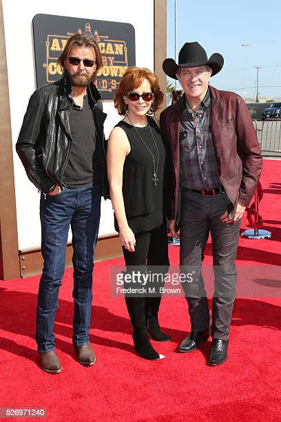 Singer Reba McEntire poses with singers Ronnie Dunn and Kix Brooks of Brooks Dunn at the 2016 American Country Countdown Awards at The Forum on May 1...