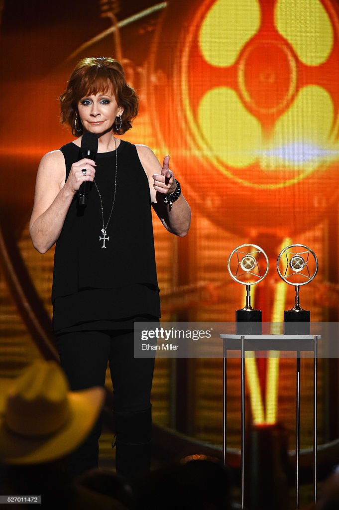 Singer <a gi-track='captionPersonalityLinkClicked' href=/galleries/search?phrase=Reba+McEntire&family=editorial&specificpeople=202959 ng-click='$event.stopPropagation()'>Reba McEntire</a> presents awards onstage during the 2016 American Country Countdown Awards at The Forum on May 1, 2016 in Inglewood, California.