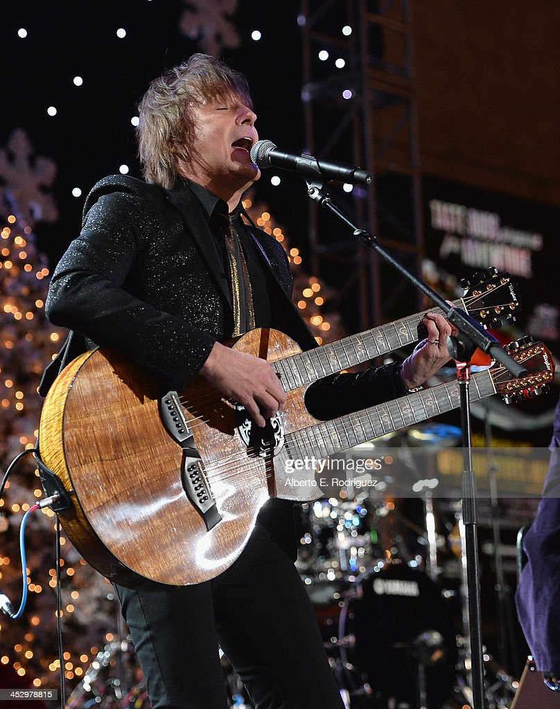 Singer <a gi-track='captionPersonalityLinkClicked' href=/galleries/search?phrase=Richie+Sambora&family=editorial&specificpeople=204195 ng-click='$event.stopPropagation()'>Richie Sambora</a> performs at the 82nd Annual Hollywood Christmas Parade on December 1, 2013 in Hollywood, California.