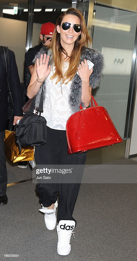 Singer <a gi-track='captionPersonalityLinkClicked' href=/galleries/search?phrase=Ricki-Lee+Coulter&family=editorial&specificpeople=213884 ng-click='$event.stopPropagation()'>Ricki-Lee Coulter</a> is seen upon arrival at Narita International Airport on January 28, 2013 in Narita, Japan.
