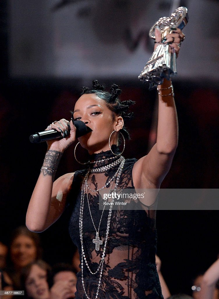 Singer <a gi-track='captionPersonalityLinkClicked' href=/galleries/search?phrase=Rihanna&family=editorial&specificpeople=453439 ng-click='$event.stopPropagation()'>Rihanna</a> accepts the Artist of the Year award onstage during the 2014 iHeartRadio Music Awards held at The Shrine Auditorium on May 1, 2014 in Los Angeles, California. iHeartRadio Music Awards are being broadcast live on NBC.