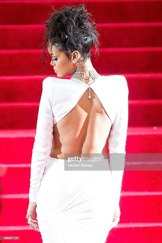 Singer <a gi-track='captionPersonalityLinkClicked' href=/galleries/search?phrase=Rihanna&family=editorial&specificpeople=453439 ng-click='$event.stopPropagation()'>Rihanna</a> attends the 'Charles James: Beyond Fashion' Costume Institute Gala at the Metropolitan Museum of Art on May 5, 2014 in New York City.