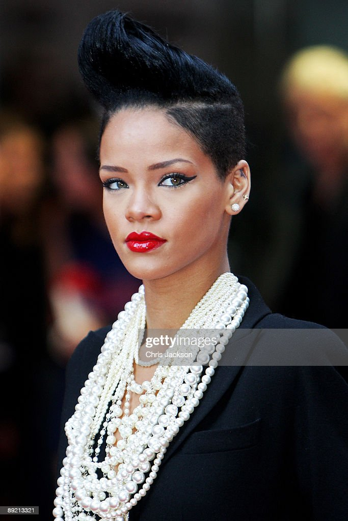 Singer <a gi-track='captionPersonalityLinkClicked' href=/galleries/search?phrase=Rihanna&family=editorial&specificpeople=453439 ng-click='$event.stopPropagation()'>Rihanna</a> attends the UK film premiere of 'Inglourious Basterds' at the Odeon Leicester Square on July 23, 2009 in London, England.