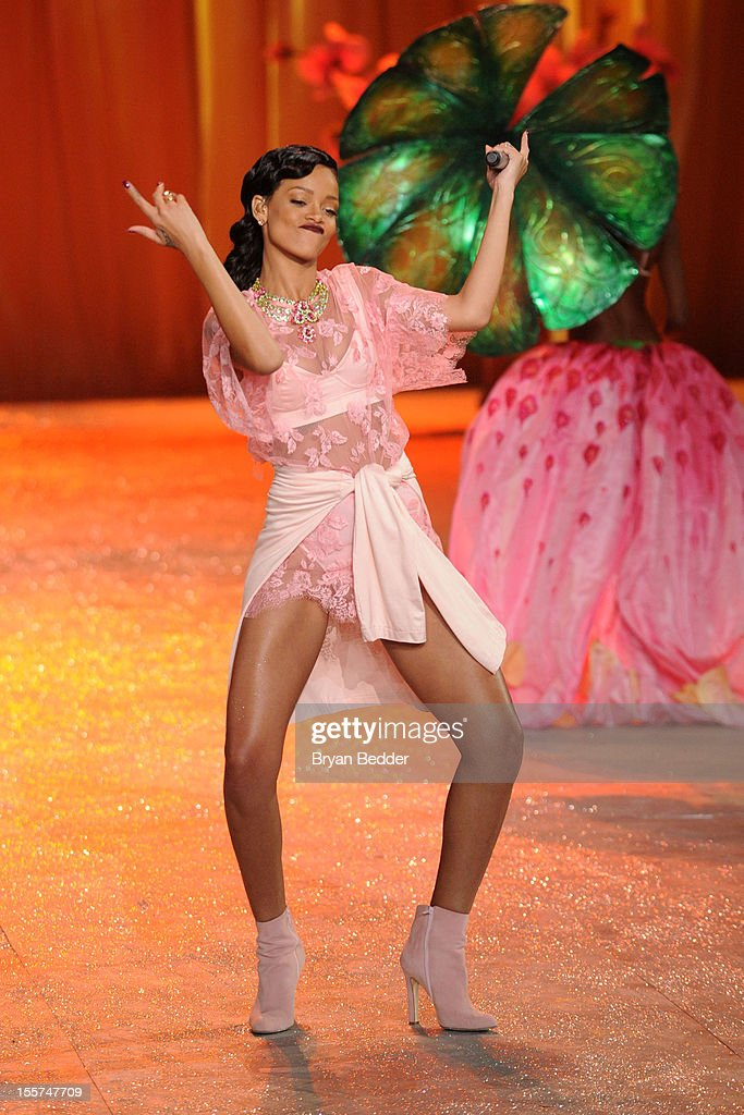 Singer <a gi-track='captionPersonalityLinkClicked' href=/galleries/search?phrase=Rihanna&family=editorial&specificpeople=453439 ng-click='$event.stopPropagation()'>Rihanna</a> performs during the Victoria's Secret 2012 Fashion Show on November 7, 2012 in New York City.
