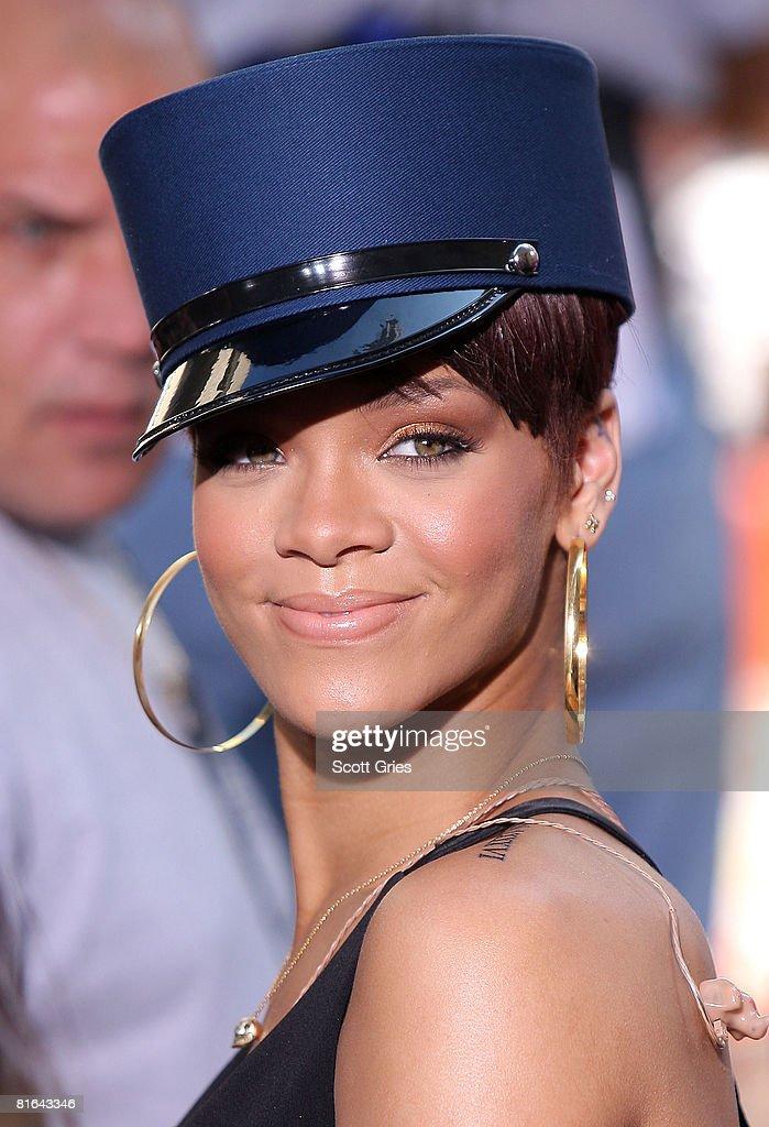 Stupendous Photos Et Images De Rihanna Performs On Nbcs Hairstyles For Women Draintrainus