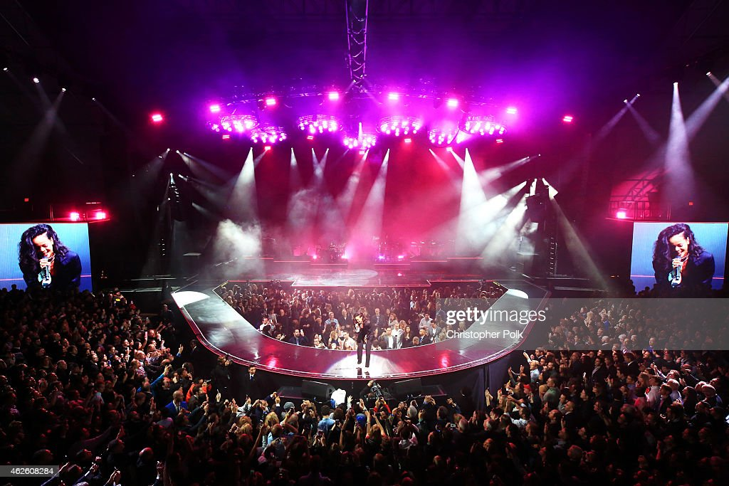 Singer Rihanna performs onstage during DirecTV Super Saturday Night hosted by Mark Cuban's AXS TV and Pro Football Hall of Famer Michael Strahan at Pendergast Family Farm on January 31, 2015 in Glendale, Arizona.
