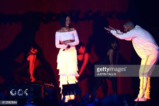 Singer Rihanna performs with Canadian singer Drake during the BRIT Awards 2016 in London on February 24 2016 / AFP / JUSTIN TALLIS / RESTRICTED TO...