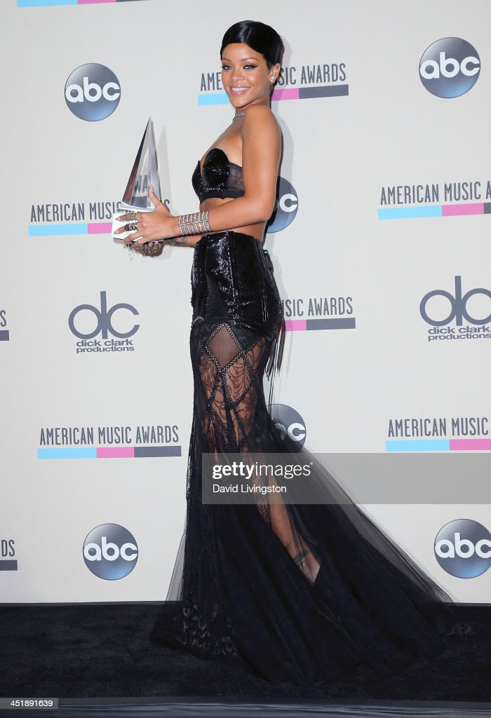Singer <a gi-track='captionPersonalityLinkClicked' href=/galleries/search?phrase=Rihanna&family=editorial&specificpeople=453439 ng-click='$event.stopPropagation()'>Rihanna</a> poses with her AMA Icon award in the press room at the 2013 American Music Awards at Nokia Theatre L.A. Live on November 24, 2013 in Los Angeles, California.