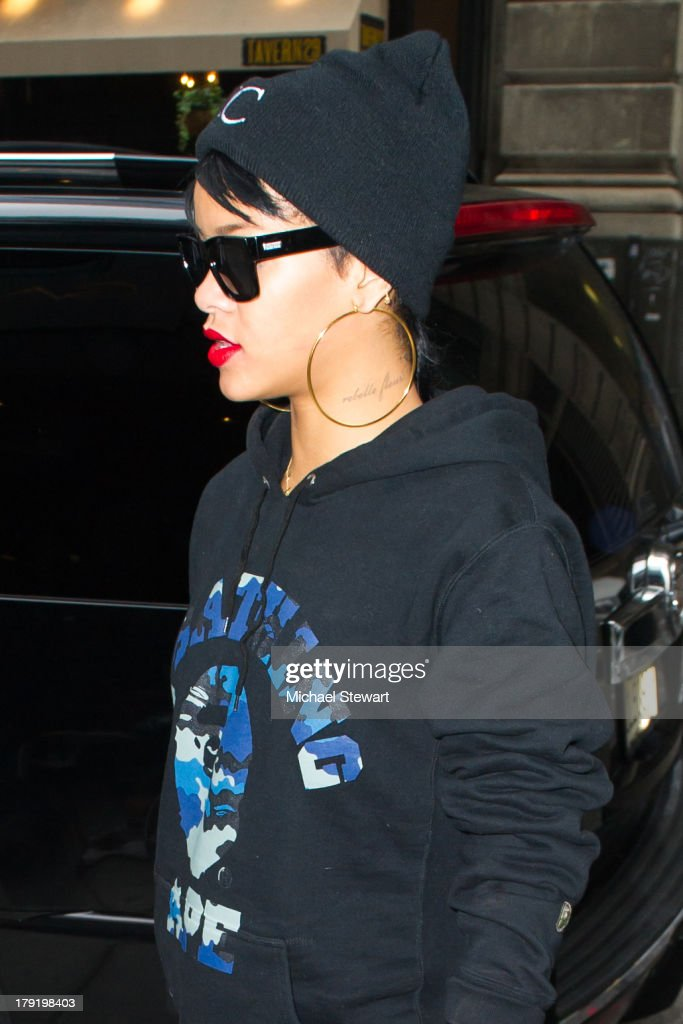 Singer <a gi-track='captionPersonalityLinkClicked' href=/galleries/search?phrase=Rihanna&family=editorial&specificpeople=453439 ng-click='$event.stopPropagation()'>Rihanna</a> seen on the streets of Manhattan on September 1, 2013 in New York City.