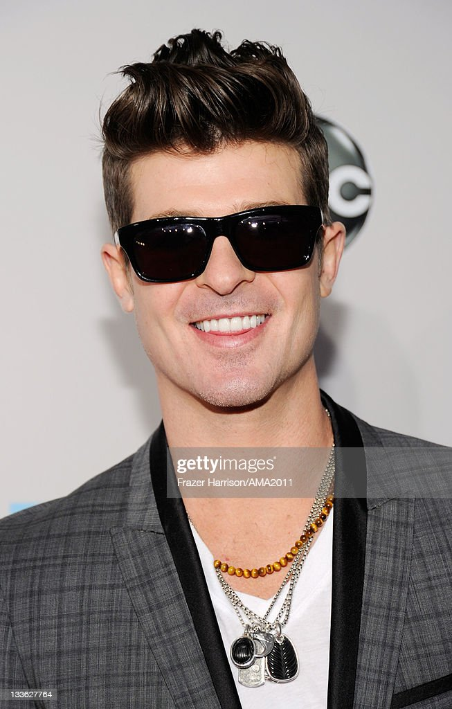 Singer <a gi-track='captionPersonalityLinkClicked' href=/galleries/search?phrase=Robin+Thicke&family=editorial&specificpeople=724390 ng-click='$event.stopPropagation()'>Robin Thicke</a> arrives at the 2011 American Music Awards held at Nokia Theatre L.A. LIVE on November 20, 2011 in Los Angeles, California.
